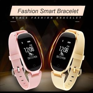 Jewelry - Brand new Women Smartwatch, fitness tracker S3